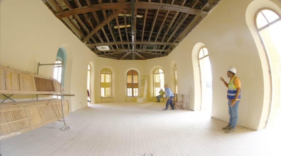 إحدى غرف العرض المتحفى الجارى ترميمها